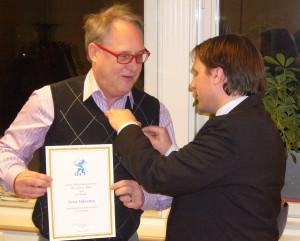 Peter Odentun får medalj detail